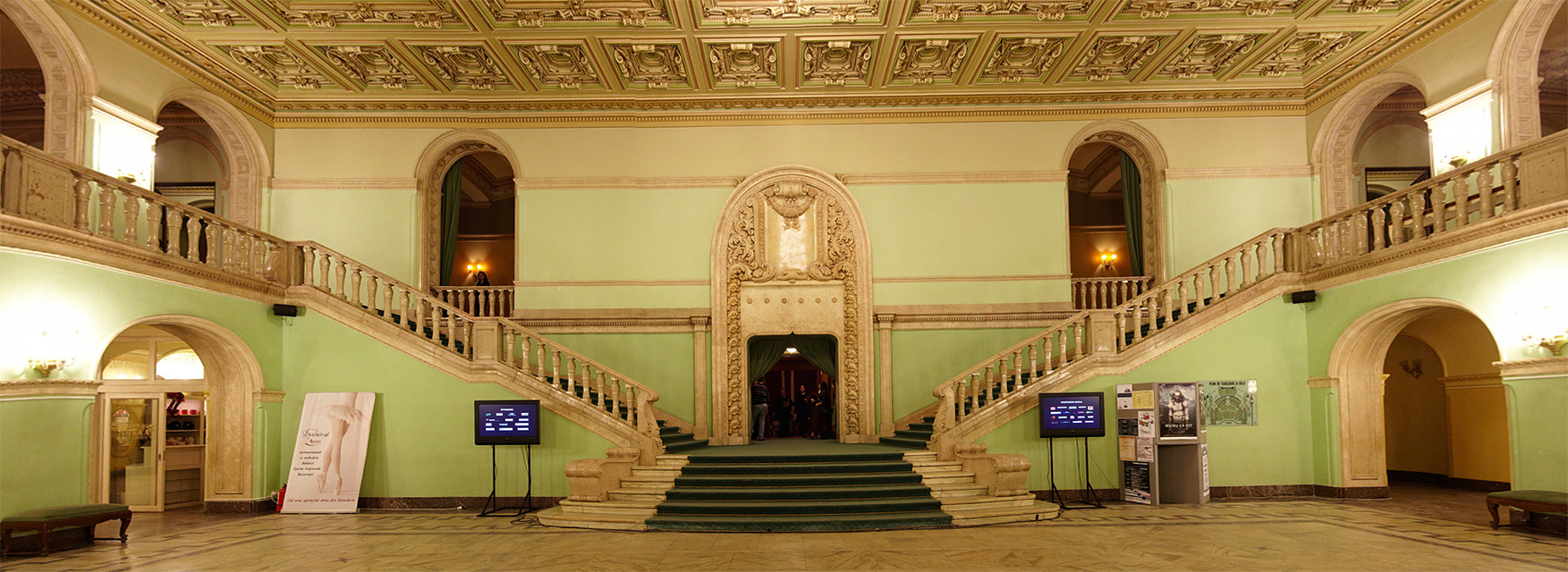 Panorama cu interiorul Operei Romane