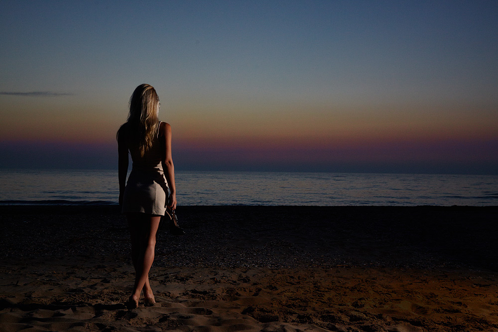 Fotomodel la Marea Neagra la rasaritul soarelui